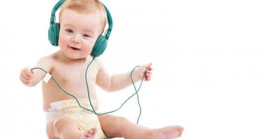 Pentingnya Pendengaran Bayi Anda