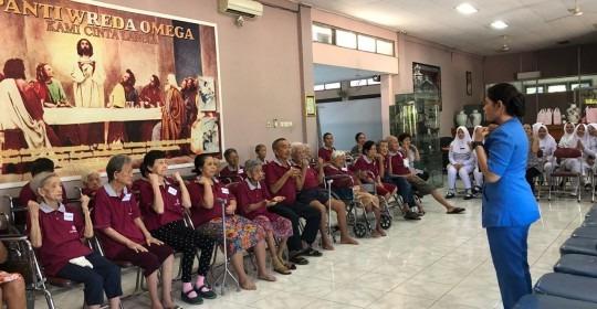 Peduli Lansia, Telogorejo Ajarkan Senam di Panti Wreda
